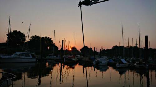 Wedel Yachthafen, Morgenerwachen